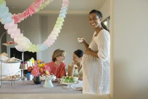 Serve beverages that both the mother-to-be and her guests can enjoy together.