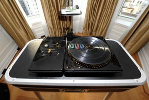 The DJ Hero uses wireless technology.