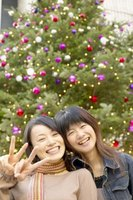 "Wish Japanese friends and colleagues ""Merry Christmas"" by writing Christmas cards in Japanese."