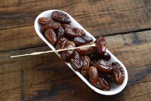 Small dish of date fruit