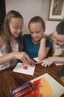 Entertain a large group of kids with inexpensive crafts.
