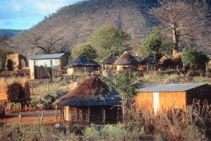 Africans arrange their huts in different formations.