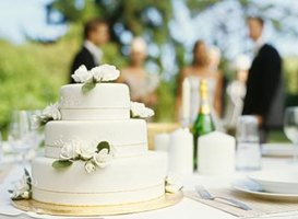 Fondant is a stable option for cakes served at outdoor events.
