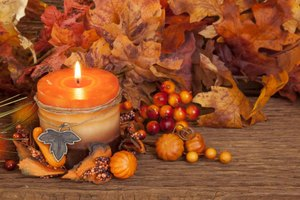 Choose candles with seasonal aromas as Thanksgiving party favors.