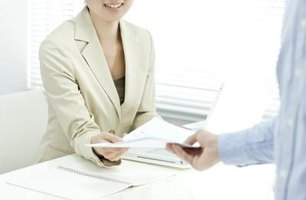 Discuss how to write main body of the research report