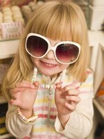 Transform your child's sunglasses into super Powerpuff Girl eyes.