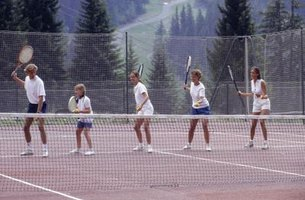 Group tennis drills can be a way to meet tennis partners.