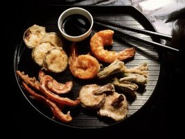 Serve shrimp tempura with soy sauce for dipping.