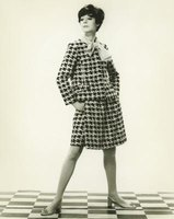 A houndstooth pattern works well on clothes, blankets, hats and purses.