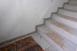 How to Repair Carpet Wear on Stair Steps