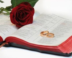 Readings reflect a couple's views on marriage.