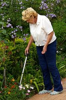 Tools for handicapped people ehow for Gardening tools for disabled