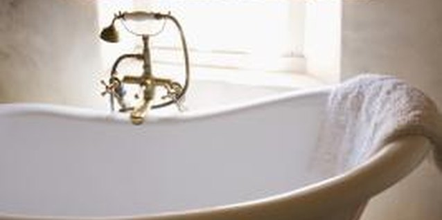 Use a clawfoot bathtub.