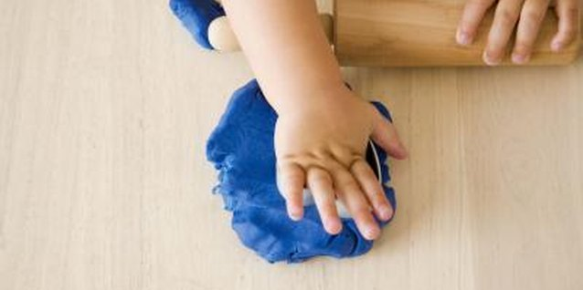 How to Introduce Play Dough to Preschoolers