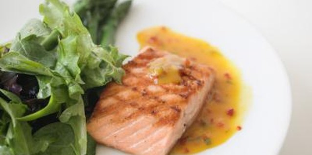 How to Bake Salmon With Worcestershire Sauce