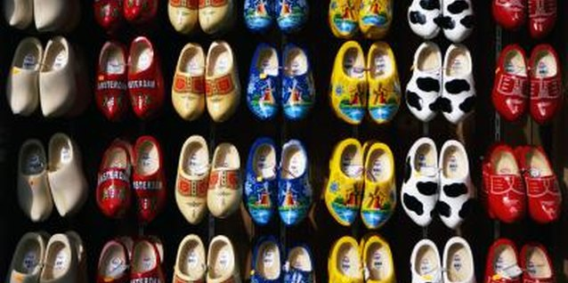 How to Decorate Plain Wooden Shoes