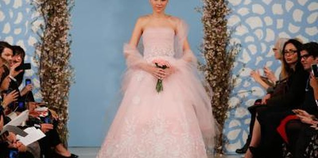 This pale pink Oscar de la Renta dress could go from gown to party dress by shortening it to knee-length.