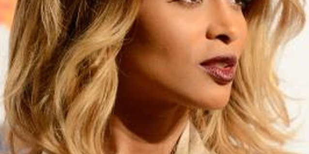 Singer Ciara sports her layered bob in waves at a pre-GRAMMY event.