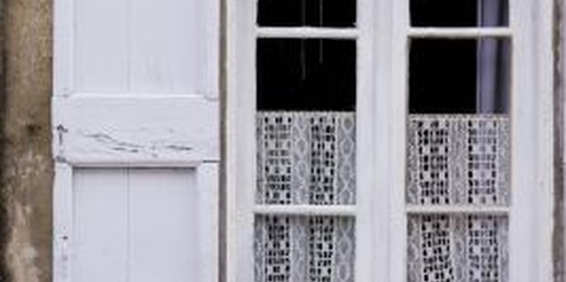 How to Bleach Lace Curtains White