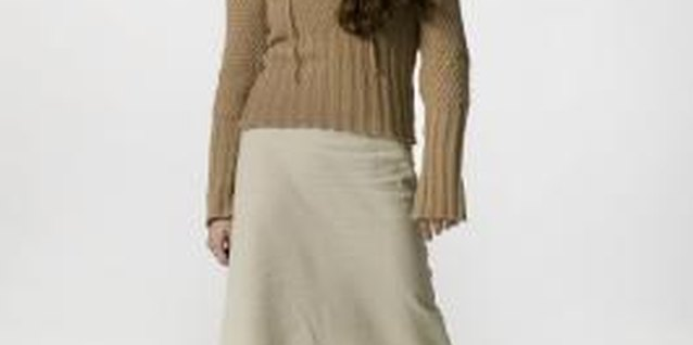 Long Khaki Skirt Outfit Ideas
