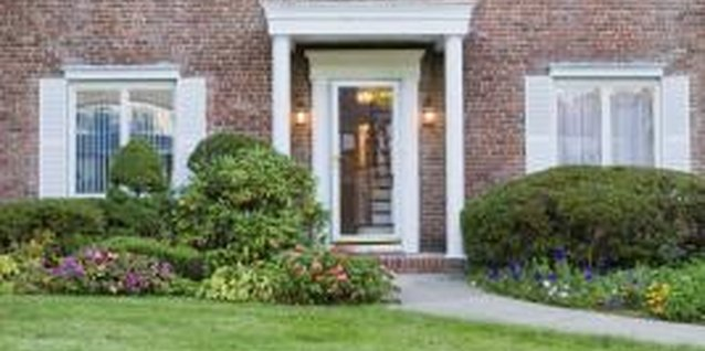 Make your front door more welcoming with smart foundation planting.