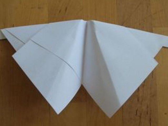 A moth-inspired paper airplane