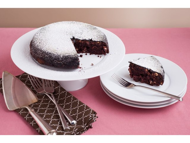 Chocolate cake is just one of the many things you can make in a rice cooker other than rice.