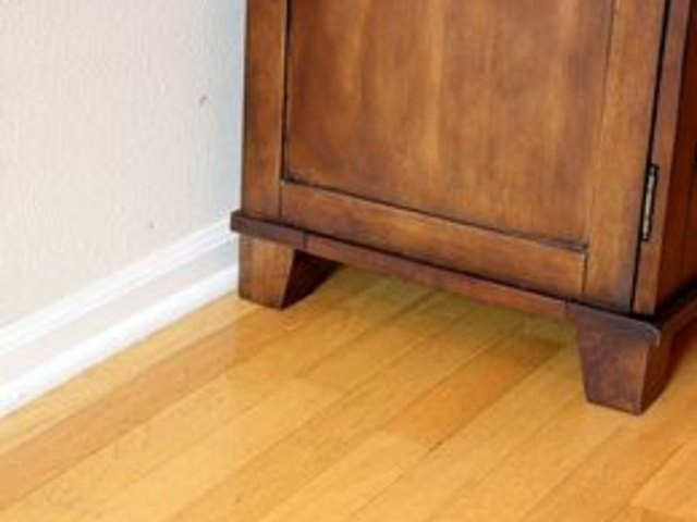 How to clean hardwood floors with white vinegar ehow for Hardwood floors vinegar