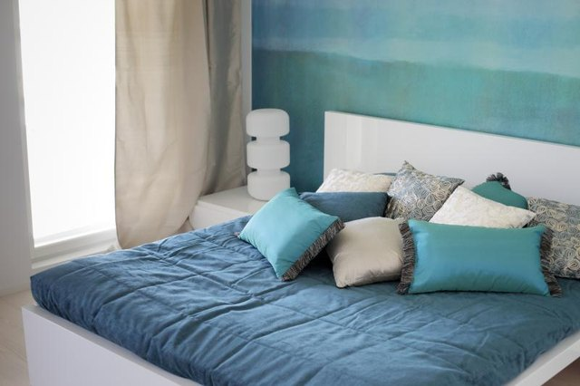 An inviting bedroom decorated with turquoise and aqua paint colors and linens.
