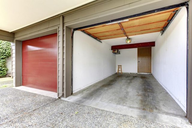 how to cover garage walls with pictures ehow. Black Bedroom Furniture Sets. Home Design Ideas