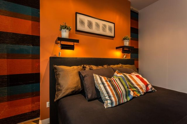 Colors that go well with orange in a bedroom with - What colors go with orange ...