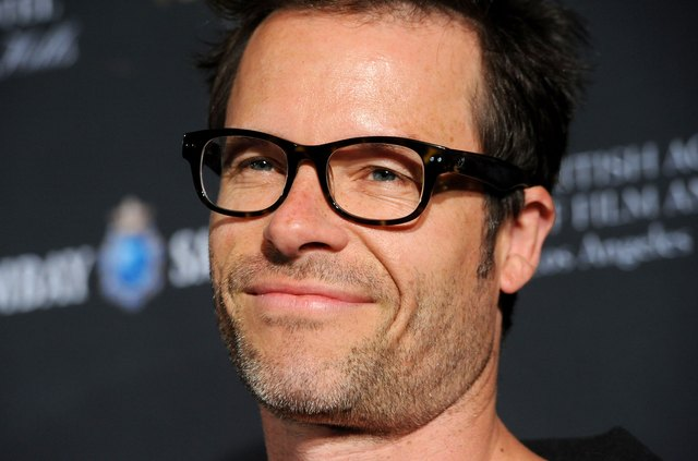 Actor Guy Pearce look cool in his tortoise shell glasses.