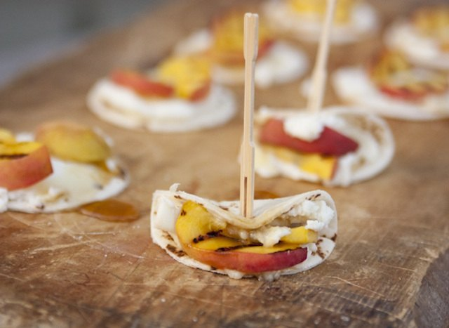 Make Mini Tortillas with Ricotta Cheese and Grilled Peaches your signature summer dessert or snack.