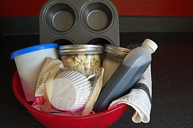 Ideas For A Baking Supplies Gift Basket With Pictures Ehow