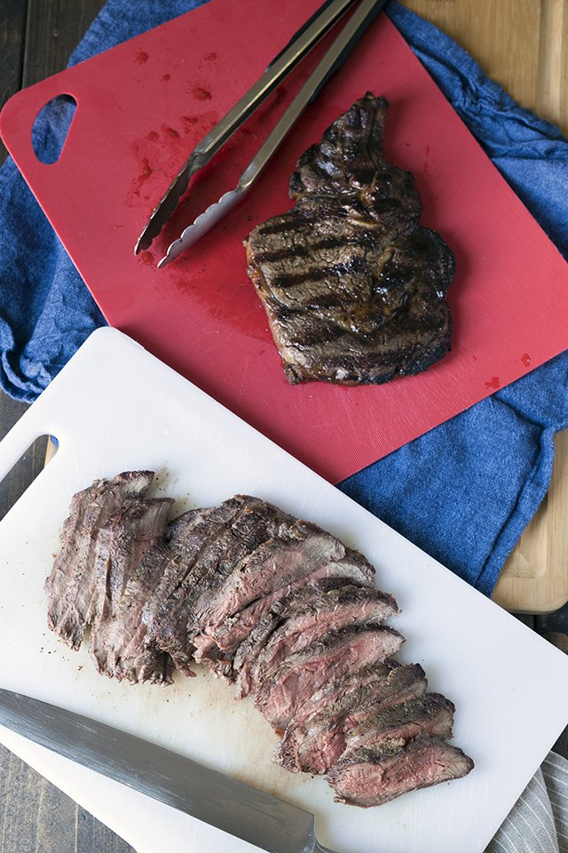 how to cook a perfect medium steak on the grill