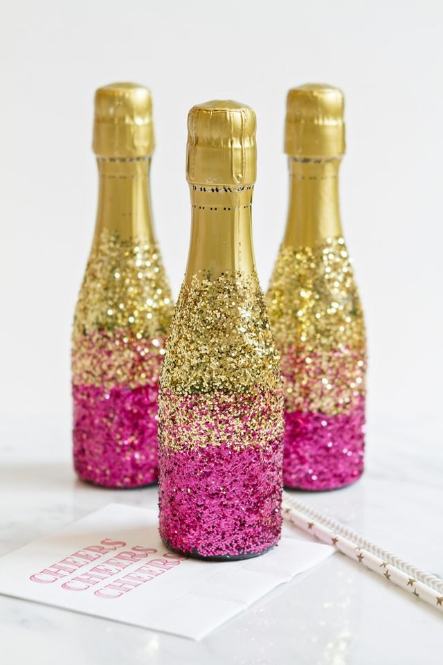 13 simple new year 39 s eve party decorating ideas ehow for How many mimosas per bottle of champagne