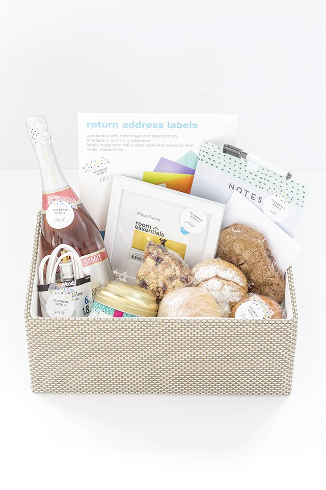 How To Create A Traditional Housewarming Gift Basket Ehow