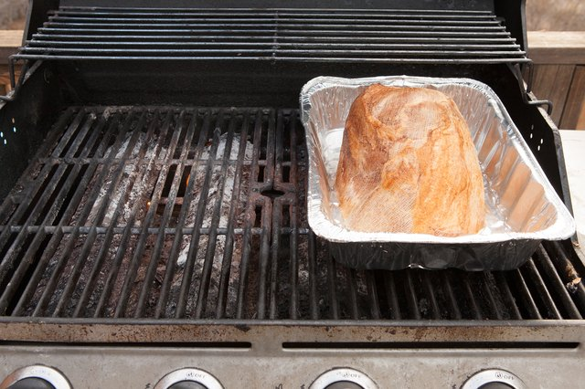 How to Bake a Ham on a Gas Grill