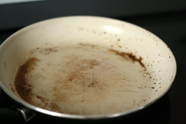 How To Clean Ceramic Frying Pans With Pictures Ehow
