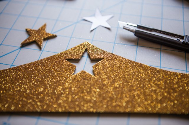 Cut a star out of the top of the crown.