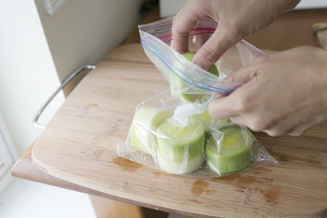 how to store cut leeks