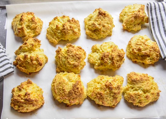 pics How to Make Red Lobsters Cheddar Biscuits