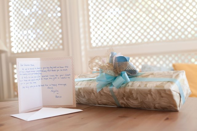 What to Write on a Wedding Gift Enclosure