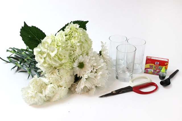 How to dye flowers to any color you want ehow for Food coloring roses