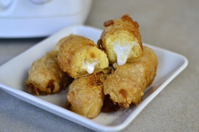 How to make deep fried twinkies with pictures ehow for Fish fry oil temp