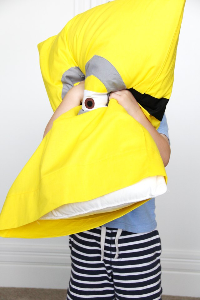 Your little one will LOVE their new minion pillowcase