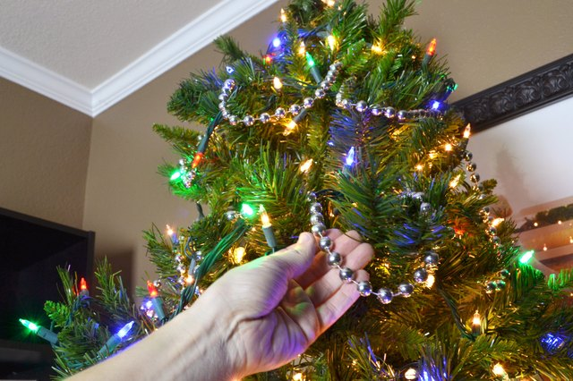 How to String Beads on a Christmas Tree (with Pictures) | eHow