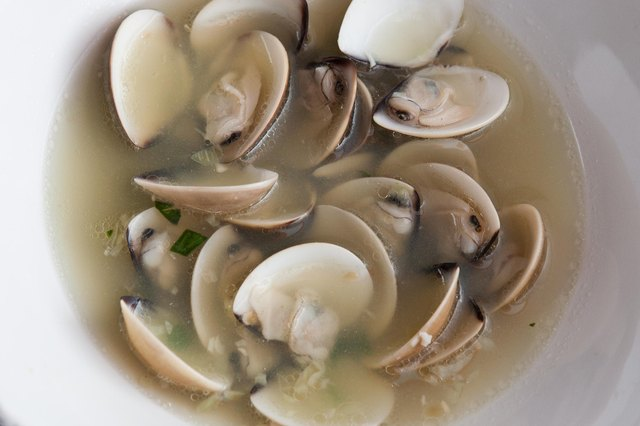 How to Cook Steamed Clams