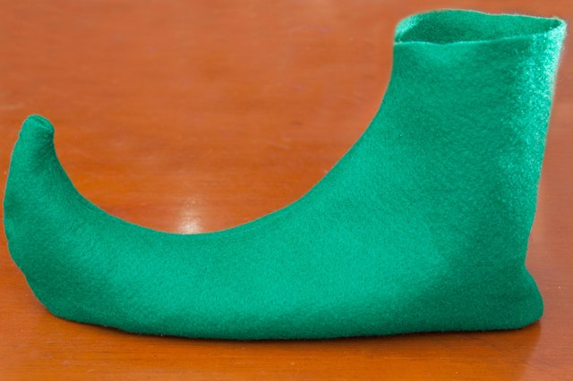 How to Make Felt Elf Shoes