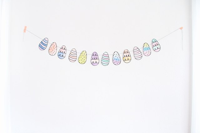 Easy Easter egg garland for kids